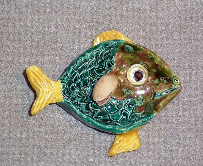 Sweet little fish dish tea bag holder tiny plate or jewelry for Fish tea bags