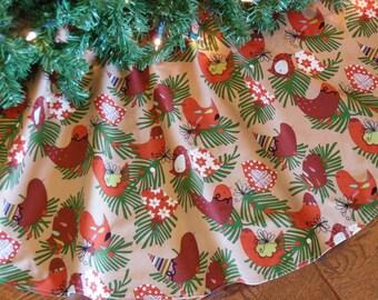 """ON SALE Birds Christmas Tree Skirt, Rustic Tree Skirt, Christmas Birds, Starlings Bird Decoration, Country Christmas, 40"""" Diameter"""