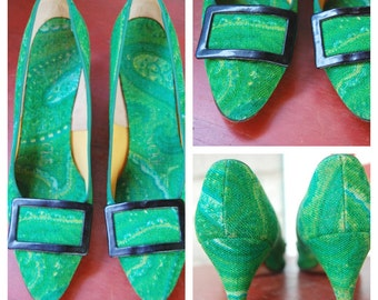 Vintage 60s Mod Graphic Green Fabric Kitten Heels with Pointy Toes Mad Men Style Womens Size 7 Narrow