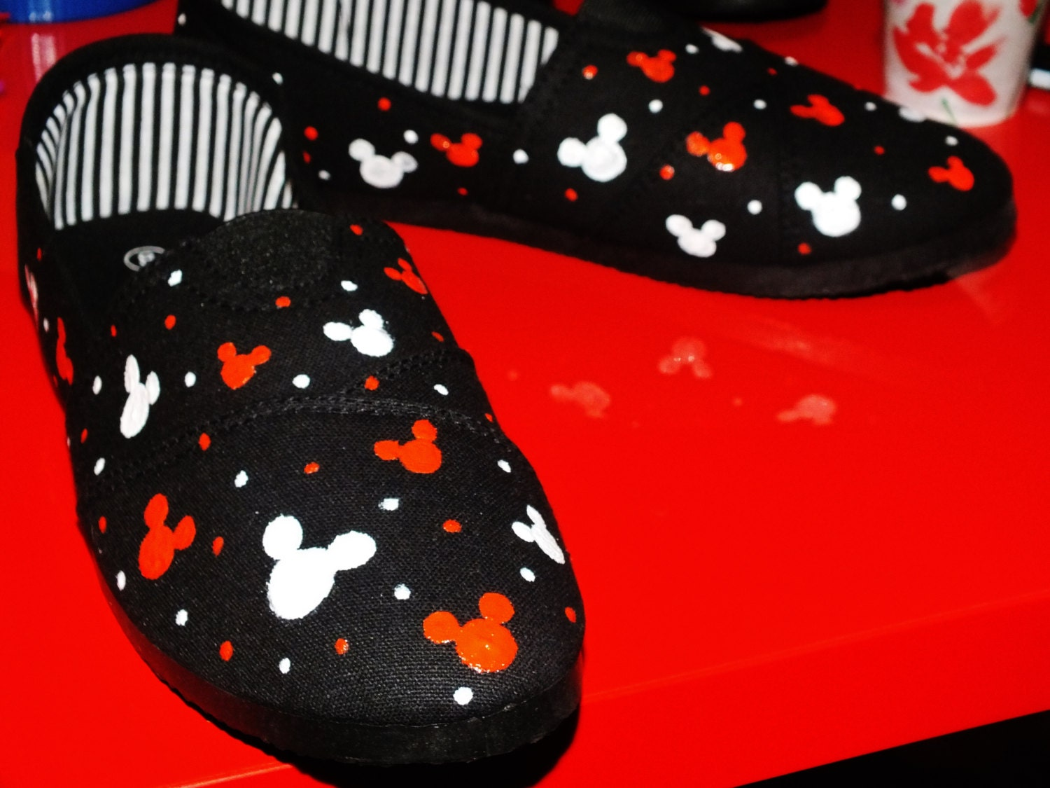 painted mickey mouse canvas shoes size 8