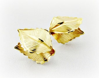 Vintage Gold Leaf Earrings, Designer GIOVANNI, Fall Autumn Earrings, Clip Earrings, 1970s Costume Jewelry, Fall Autumn Jewelry