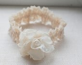 Wedding lace garter / Romantic garter / Bridal accessory / Ivory lace garter / Stretch lace garter