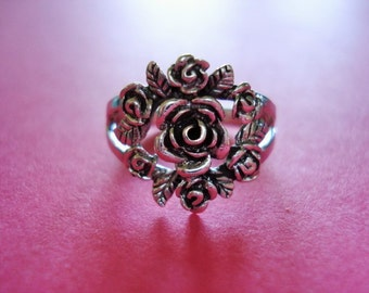 Vintage Rose Flower Wreath/Bouquet Sterling Silver Ring, Hallmarked 925, Size 5.75, 2.6 grams, Valentine's Day SALE ITEM