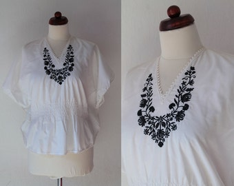 Vintage Peasant Blouse - 1970's White Hand Embroidered Greek Blouse - Size M
