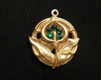 small pendant  with galla and green crystals