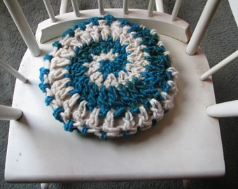 Spiral crocheted cushion cover 31cm diameter