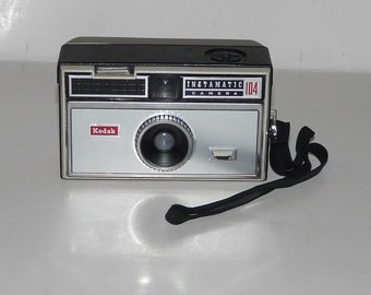 Vintage Kodak Instamatic Camera 104 35 mm film In Case with Flash Cubes and Film Vintage Retro