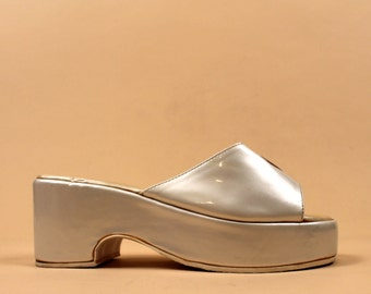60s 70s Vtg Pearl White Clog PLATFORM Sandal Mule Slipper / Pink HEART Patent Leather Italy GLAM Hippie Mod 8 8.5 /Eu 38.5 39