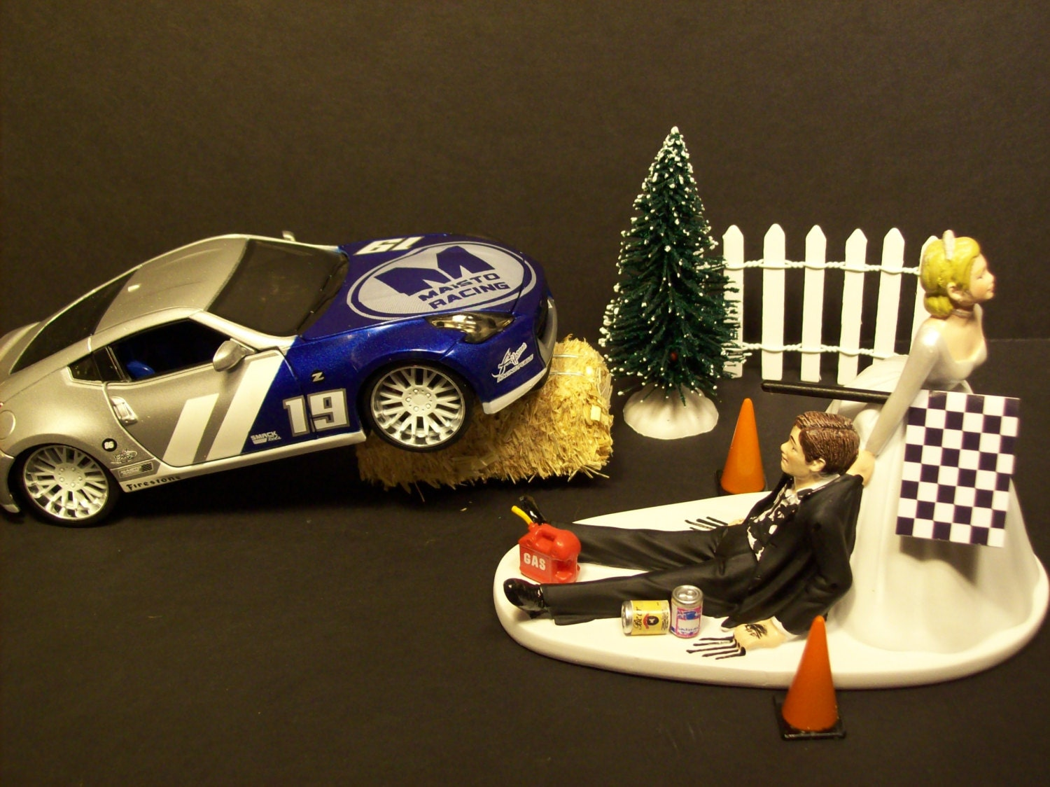 AUTO RALLY RACE Nissan 370 Z Bride and Groom Wedding Cake