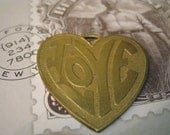 Retro Love Charm, Love Charm Gold, Gold Love Charm, Vintage Gold Love Charm, Vintage Charm, Vintage Pendant, Jewelry finding gold, Gift