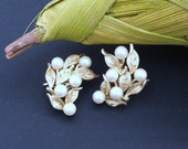Vintage Faux Pearl & Goldtone Leaves Setting Clip ons by Trifari