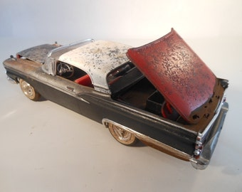Classicwrecks Rusted late fifties Ford 1/24 scale red and black model car