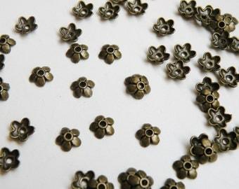 50 Small Flower Bead Caps antique bronze 6.5x6.5mm DB12801