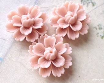 26 mm Shell Pink Chrysanthemum Resin Flower Cabochons (.gm).
