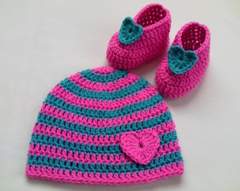 Crochet Baby Booties and Baby Hat beanie gift baby pink green heart