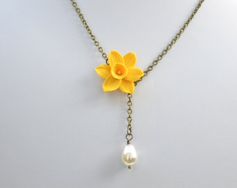 Yellow Daffodil Drop necklace, Daffodil and Pearls Necklace, daffodil Necklace, Spring necklace, Yellow Flower necklace
