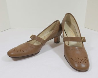 RHYTHM STEP Taupe Leather Heels With Strap Size 8.5 or 8-1/2 B / AA