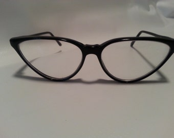 Cat eyeglass frame