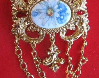 Hand Painted Blue/White Daisy Brooch by Florenza hanging chains Oval Brooch 1980s era
