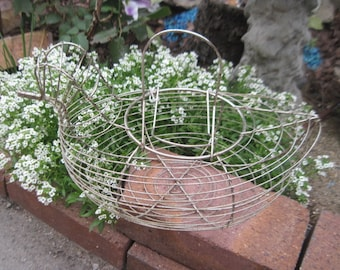 Country Farm Kitchen Wire Chicken Hen Basket Great Display for Fake Eggs