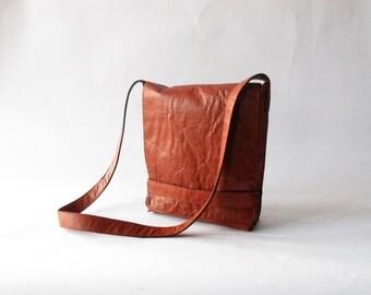Carmen messenger bag in tomato red leather