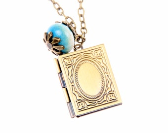 Necklace locket livre