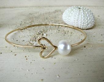Gold Heart Pearl Bangle, Pearl Bangle Bracelet, Hawaii Pearl Bangle, Hammered Gold Bangle, Bridesmaid Gift, Gold Wedding Bracelet