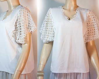 Unusual XXXL Plus size 1960's vintage white v-necked self pattern stretchy polyamide and openwork crochet style short sleeve blouse - DB161