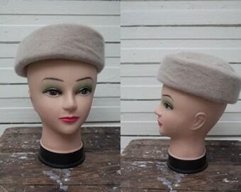 1970s Vintage Nude Ivory Bumper Women Wool Hat / Women Accessories / Winter Hat / Pillbox Hat / 70s Style