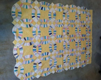 "Yellow, White and Pastels Double Wedding Ring Quilt - 1930's - 83"" x 63.5"""
