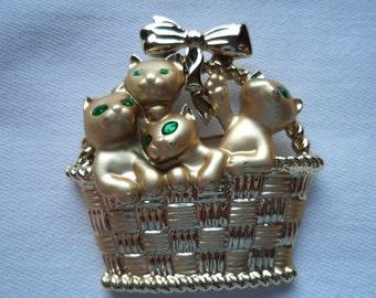 Vintage Signed AJC Goldtone/Matt Cats in Basket Brooch/Pin