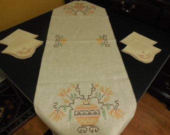 New Price- Exquisite Linen Table Runner w/ 4 Matching Napkins, Ecru Linen Set w/ Gorgeous Hand Embroidery, Exceptional Condition