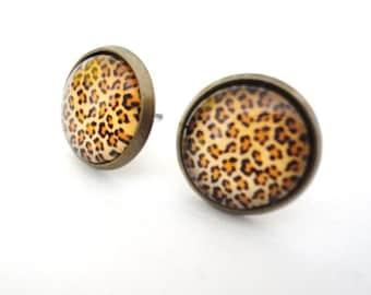 Stud earring leopard pattern