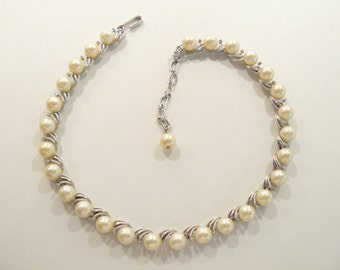 Lovely Vintage Trifari Faux Pearl & Rhinestone Necklace