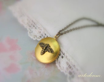 Vintage Bumblebee Locket Necklace Nature Inspired jewelry Small round antique gold Brass Locket Antique bronze chain Romantic shabby