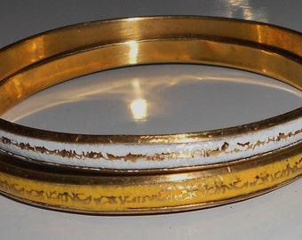 Set Vintage brass Indie bangle 1970s bracelet in yellow and white Sanskrit writing size large