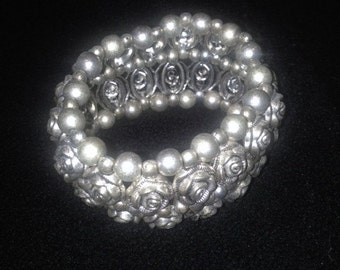 Silver-colored beaded stretch bracelet