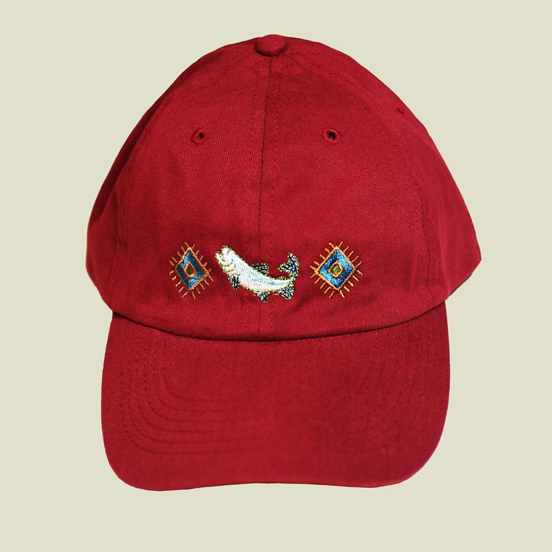 Embroidery on cap makaroka