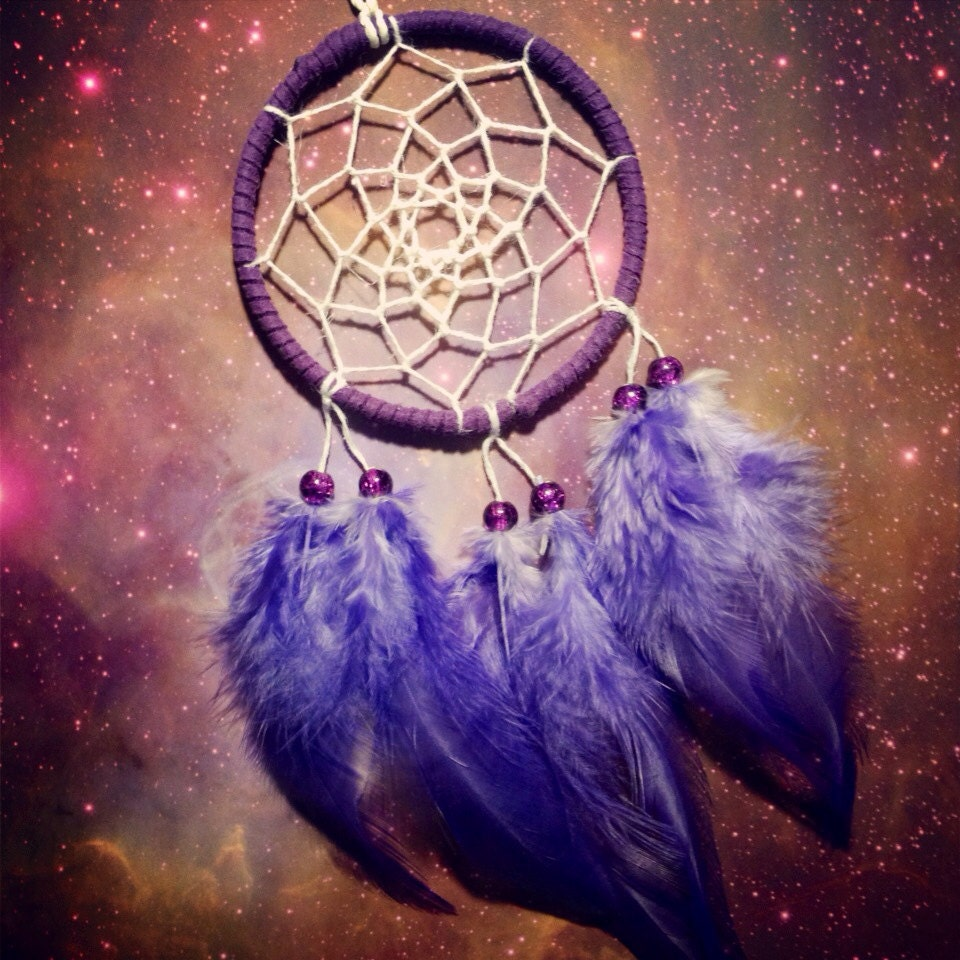 Purple dream catcher faux suede purple feathers white web for Acchiappasogni disegno