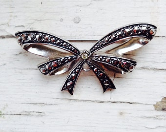 Antiqued Silver Finished Bow Brooch Downton Abby