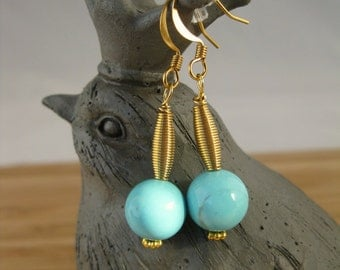 Gold wire earrings: Turquoise beads