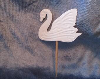 8 Embossed Swan Party Picks
