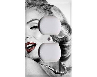Marilyn Monroe - Ruby Red Outlet Cover