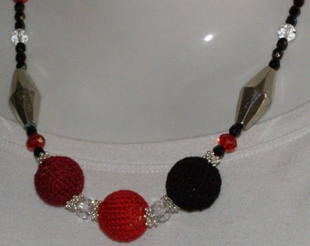 Red cotton necklace, bordeaux, black
