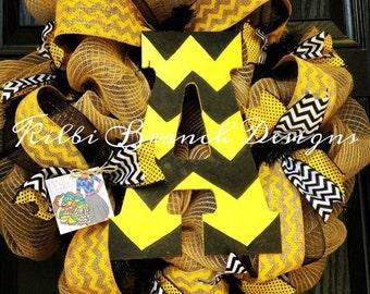 Burlap wreath with yellow // black // white // chevron center letter