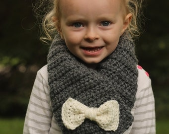 Bow scarf - toddler bow scarf - kids scarf - child scarf - cowl - crochet - chunky scarf - gray scarf