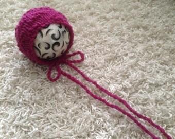 Newborn knit diamond orchid bonnet