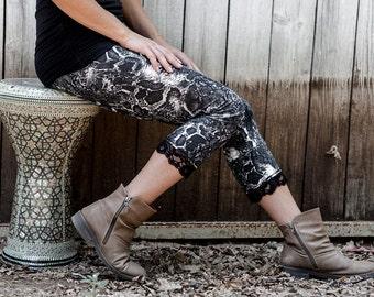 Capri snake print, black and white leggings, snake legging, tights, safari legging, women leggings, 3/4 tights
