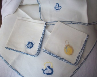 Vintage Hand Embroidered Luncheon Tablecloth and Napkin Set