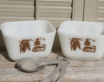 Pyrex  Early American Refrigerator Dishes, Set of Two